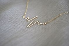 Gold Filled Heartbeat Necklace Gold Filled Chain door sunlaces