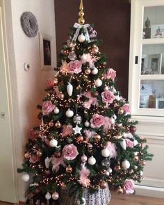 51 New Ideas Christmas Tree Dcoration PinkYou can find Pink christmas and more on our New Ideas Christmas Tree Dcoration Pink Pink Christmas Tree Decorations, Rose Gold Christmas Tree, Elegant Christmas Trees, Noel Christmas, Xmas Tree, Beautiful Christmas, Christmas Ideas, Vintage Christmas, Black Christmas