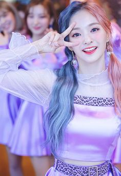 Kpop Girl Groups, Kpop Girls, Beautiful Celebrities, K Idols, South Korean Girls, Cute Girls, Asian Girl, Girl Fashion, Crazy Hair