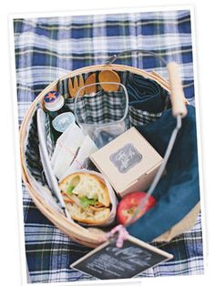 How to Throw the Ultimate Fall Picnic