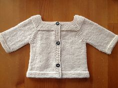 Jeudi by Elisa Di Fiore - FREE pattern. This is my version of the Vendredi baby sweater, written in English and modified to be knitted seamlessly top-down. It features raglan sleeves, back buttoning and a lovely off-center cable that can be replicated on matching booties & hat (hva)