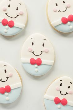 Humpty Dumpty cookies - not a cupcake but could be turned into one if using flat topped cupcakes. Fancy Cookies, Iced Cookies, Cute Cookies, Easter Cookies, Royal Icing Cookies, Cookies Et Biscuits, Sugar Cookies, Birthday Cookies, Mothers Cookies