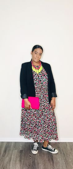 How to Style: Not Your Average Neon Sunday, Monday, Tuesday, Pink...The first way to ease neon into your wardrobe is with your accessories. I decided to play up this dress with bright pink accessories (necklace and clutch).  #neontrend #springtrends2019 #amerikabstyleme