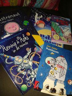 Boeken bij het thema 'in de ruimte' Robot Monster, Space Theme, School Themes, Space Crafts, Primary School, Nasa, Monsters, Universe, Space