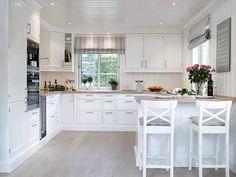 Výsledok vyhľadávania obrázkov pre dopyt zariadenie kuchyne s obývačkou Kitchen Benches, Kitchen Dining, Kitchen Decor, Dining Room, White Wood Kitchens, Modern Farmhouse Kitchens, Cosy House, Freestanding Kitchen, Diy Kitchen Storage