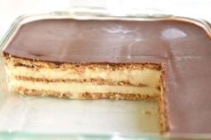 This chocolate eclair cake is SO EASY! And it tastes amaaaazing with its creamy and delicious layers!! Just like a chocolate eclair, but in a cake. Mmmmm...