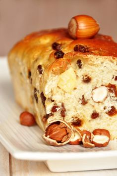 Brioche maison aux noisettes et raisins secs - recette facile - la cuisine de Nathalie