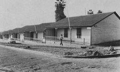 Imagen relacionada Railroad Tracks, Cabin, House Styles, Home Decor, Bunk Beds, Pictures, Decoration Home, Cabins, Cottage