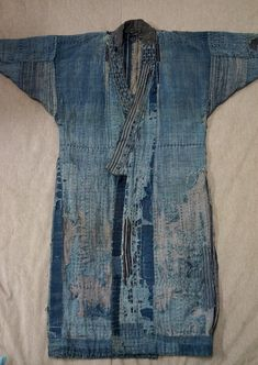 This is totally an art piece, with amazing Sashiko stitching patchworks and beautiful fade out indigo colours from Edo Era. Japanese Textiles, Japanese Fabric, Kimono Fashion, Denim Fashion, Shibori, Boro Stitching, Indigo Colour, Indigo Dye, Make Do And Mend