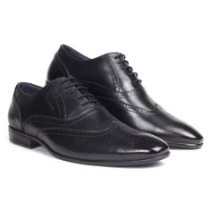 Pierre Cardin presents a handcrafted five blind eyelet lace-up. This burnished style comes with a perforated toe cap and sleek frame, giving a modern touch up to a classic pair of brogues. Our breathable leather lining neutralises moisture and eliminates odour for a forever –fresh feeling. #brogue #oxford #shoe #black #perforation #wingtip #toecap #pierrecardin #paris #leather #laceup #trends #mensstyle #mensfashion #styleinspo #businessformal #formalshoe