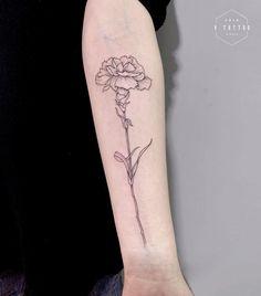 27 Beautiful Carnation Tattoo Ideas and Their Symbolism Finger Tattoo – Top Fashion Tattoos Tattoo Oma, Form Tattoo, Shape Tattoo, Back Tattoo, Wörter Tattoos, Line Tattoos, Sleeve Tattoos, Carnation Flower Tattoo, Birth Flower Tattoos