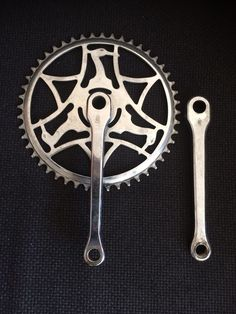 VINTAGE RALEIGH HERON BICYCLE CRANK CHAINSET SUIT 3 SPEED SUPERBE PATH RACER 48T Bici Retro, Raleigh Burner, Bicicletas Raleigh, Raleigh Chopper, Raleigh Bikes, Wooden Bicycle, Cycle Parts, Chopper Bike, Vintage Bicycles