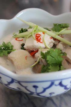 Kippensoep met Thaise kruiden en kokosmelk