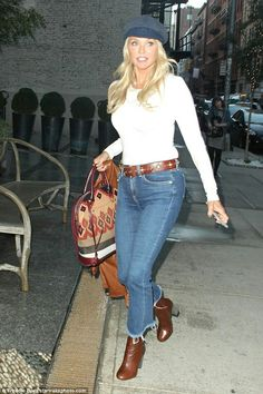 Christie Brinkley holds back time as she runs errands in jeans and sweater in NYC Autumn Fashion Casual, Casual Fall Outfits, Cute Outfits, Winter Outfits, 50 Fashion, Fashion Outfits, Womens Fashion, Style Fashion, Christie Brinkley