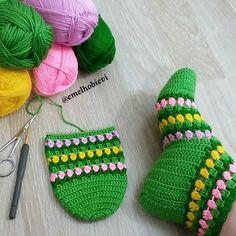 PATİK DÜNYASI & HANDMADE SOCKS (@emelhobievi) | Instagram photos and videos Crochet Ripple, Crochet Art, Crochet Shoes, Crochet Slippers, Crochet Clothes, Yarn Crafts, Sewing Crafts, Knitting Patterns, Crochet Patterns