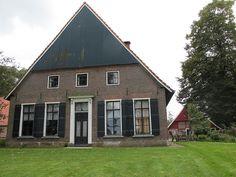 Winterswijk - scholtenboerderij Erve Ravenhorst - Ravenhorsterweg 88 - rechts de spieker