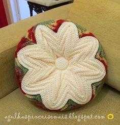 Agulhas e Pinceis: Almofada em crochê Ripple http://agulhaspinceisemais.blogspot.com.br/2014/02/almofada-em-croche-ripple.html