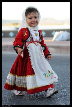 Cute Little Girl, Sardegna Costume, Sardinia Italy Precious Children, Beautiful Children, Beautiful Babies, Beautiful People, Kids Around The World, People Of The World, Cute Kids, Cute Babies, Costume Ethnique
