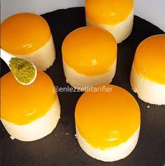 Malzemeler: 1 litre süt 1 bardak şeker 1 bardak irmik 1 paket vanilya Muhallebiyi fokurdayana kadar güzelce çırparak pişirin. Portakallı