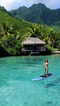 Mo'orea village, Tahiti