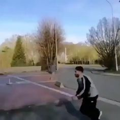 If I consider to do parkour on trash cans Funny Video Memes, Crazy Funny Memes, Really Funny Memes, Funny Relatable Memes, Haha Funny, Funny Jokes, Funny Commercials, Funny Minion, Funny Pranks