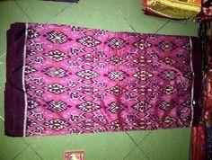 Kain tenun ikat endek motif antik sidemen pink | http://tenunindonesia.net/kain-tenun-ikat/kain-tenun-ikat-meteran-antikan-pink/