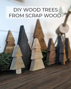 Wooden Christmas Crafts, Tabletop Christmas Tree, Christmas Projects, Christmas Diy, Diy Christmas Tree Decorations, Wood Decorations, Decor Ideas, Craft Ideas, Diy Ornaments