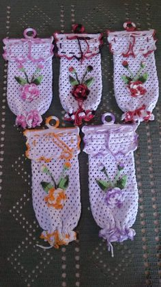 How To Make Bookmarks, Baptism Gifts, Religious Gifts, Angel Ornaments, Irish Lace, Christmas Angels, Baby Blanket Crochet, Tree Decorations, Wedding Gifts
