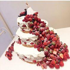 お洒落で可愛いネイキッドケーキのデザインまとめ|ウェディングケーキ | marry[マリー]