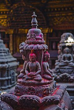 estatua de Buda en el templo de Swayambunath, patrimonio de la humanidad…