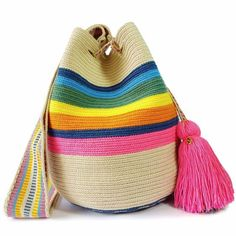 How To Buy Designer Bags With Confidence – Best Fashion Advice of All Time Mochila Crochet, Tapestry Crochet Patterns, Ethnic Bag, Tapestry Bag, Knitted Bags, Beautiful Bags, Bucket Bag, Purses And Bags, Knit Crochet