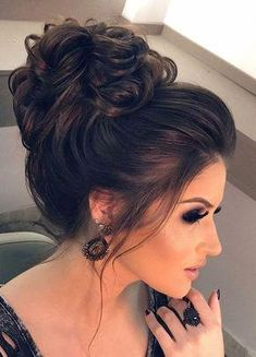 Hairstyles updo Top 7 Wedding Hairstyles For 2010 for mom, nice high curled bun with volume from the hairline Trend 2019 - Dankeskarten Hochzeit 2019 - ha Prom Hairstyles For Short Hair, Simple Wedding Hairstyles, Bun Hairstyles, Bridal Hairstyles, Hairstyles Pictures, Stylish Hairstyles, Bridal Braids, Bridal Updo, Bridal Hair Pictures