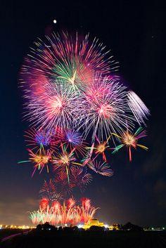 Lantern Festival Fireworks, Luerhmen Sheng-Mu Temple, Tainan, Taiwan 台南正統鹿耳門聖母廟元宵節煙火