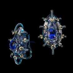 Blue, a colour many relate to calmness and peace, shines in these exquisite earrings by master jeweller @wallacechanart. Named the Eyes of the Universe, they are crafted with sapphire, yellow diamond, blue topaz, crystal and diamond. To be exhibited at this year's #MasterpieceFair.