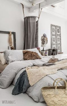☆ Love this look. The washed linen bedding reminds me of: www.naturalbedcom...
