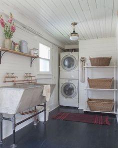 Inspiring Farmhouse Laundry Room Décor Ideas 41