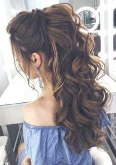 14 Cutest Side Ponytail Ideas for 2019 That You Need to See! in 2020 14 Cutest Side Ponytail Ideas for 2019 That You Need to See! in 2020 Quince Hairstyles, Prom Hairstyles For Long Hair, Long Curly Hair, Down Hairstyles, Curly Hair Styles, Hairstyle Wedding, Hairstyle Short, Amazing Hairstyles, Tiara Hairstyles