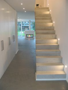 Small house with a lot of space New construction of a detached house with garage 50999 Cologne: Stairs of STRICK Architekten + Ingenieure Modern Hallway, Modern Stairs, Interior Stairs, Interior Architecture, Garage Lighting, Garage House, Hall House, Garage Entry, Garage Gym