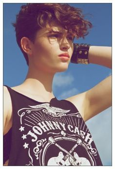 tomboy curly haircut - Buscar con Google