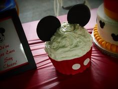 Mickey Smash Cake by Olive Parties