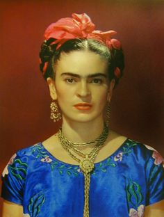 Nickolas Muray - Frida Kahlo in Blue Silk Dress Blue Silk Dress, Blue Dresses, Famous Mexican Painters, Nickolas Muray, Traditional Mexican Dress, Old Portraits, Portrait Paintings, How To Wear Rings, Red Shawl