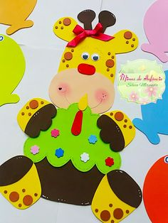 Mimos de Infância Foam Crafts, Diy And Crafts, Crafts For Kids, Creative Crafts, Creative Design, Decoration Creche, Activity Board, Kindergarten Crafts, School Decorations