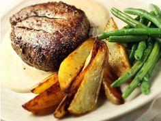 Pihvit ja konjakkikastike - Reseptit - Yhteishyvä Beef Dishes, Pork Recipes, Koti, Steak, Turkey, Food And Drink, Dinner, Recipes