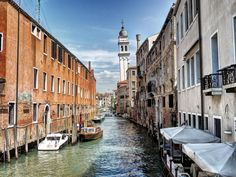 Backstreets of Venice   Discovered from Dream Afar New Tab