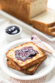 A simple and delicious gluten-free bread, this quinoa bread recipe is loaded with protein, whole-grain flours and makes perfect sandwiches!