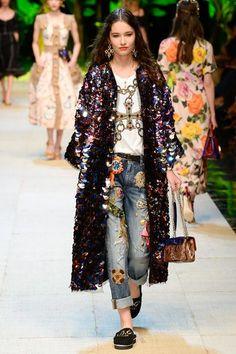 Dolce & Gabbana Spring 2017 Ready-to-Wear Collection Photos - Vogue Fashion Week, Fashion 2017, Love Fashion, Runway Fashion, High Fashion, Fashion Show, Womens Fashion, Fashion Design, Fashion Trends