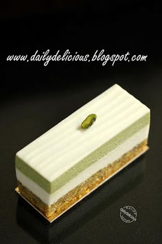 dailydelicious: Green tea and Jasmine Delice: Great smell and good taste Small Desserts, Fancy Desserts, Asian Desserts, Delicious Desserts, Alcoholic Desserts, Green Tea Recipes, Sweet Recipes, Cake Recipes, Dessert Recipes