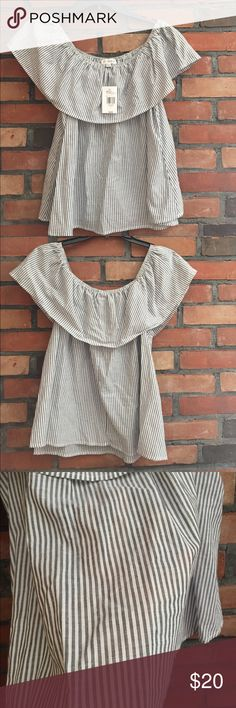 Guess Off The Shoulder Top (never wore) Guess Off The Shoulder Top (never wore) Guess Tops Guess Bags, Fashion Design, Fashion Tips, Fashion Trends, Off The Shoulder, How To Wear, Outfits, Collection, Tops