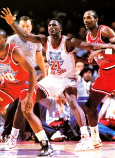 Dominique Wilkins posts up Clyde Drexler- 1991 NBA All-Star Game 882d61758