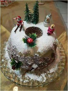 Αξίζει να την δοκιμάσετε οπωσδήποτε αφού η γεύση της κουβαλάει όλο το.. Xmas Food, Christmas Sweets, Christmas Time, Christmas Bulbs, Vasilopita Cake, English Christmas, Greek Desserts, Christmas Preparation, Sweets Cake